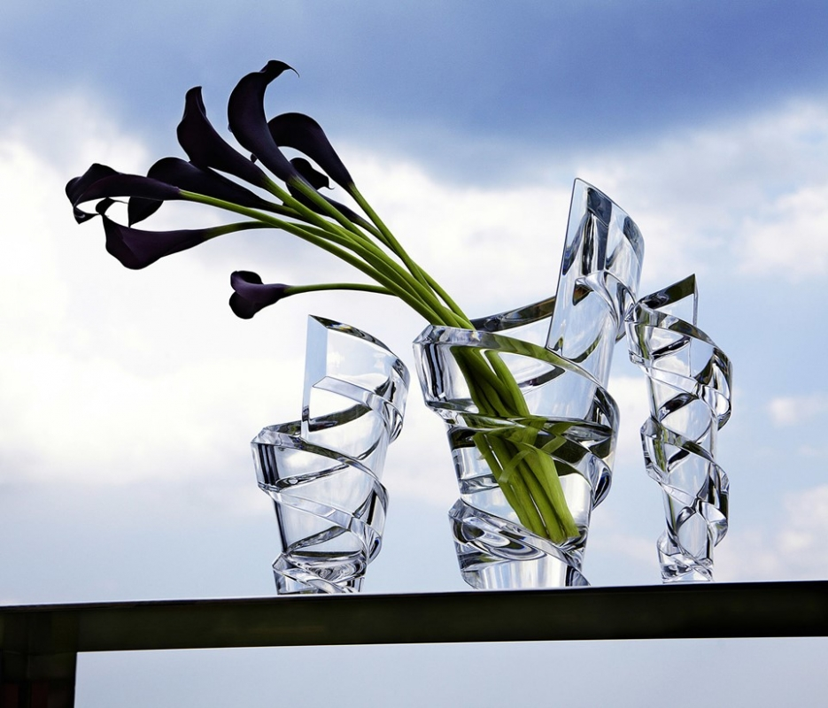 SPIRALE vase. Like a ribbon fluttering in the wind, the SPIRALE vase designed by THOMAS BASTIDE enhances the magic of crystal with its enchanting swirl.
